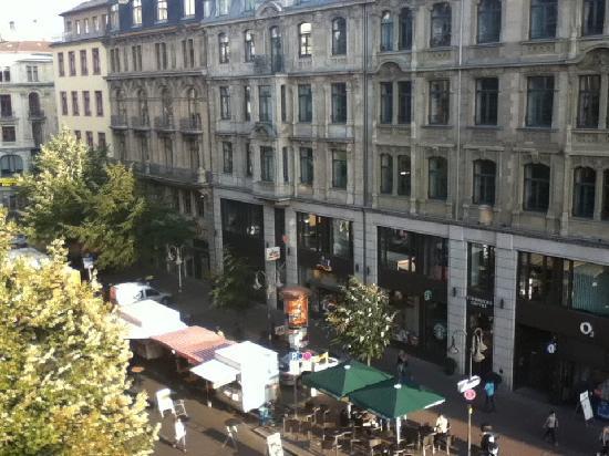 Frankfurt Hostel: View from the reception
