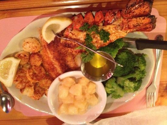 Old Florida Seafood House: seafood broil