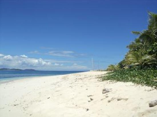 Matamanoa Island Resort : Same beach