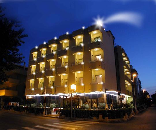 Hotel IDA: Esterno Notturna