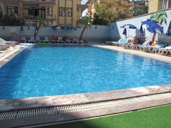 Hotel lavinia apart bewertungen fotos preisvergleich for Swimming pool preisvergleich