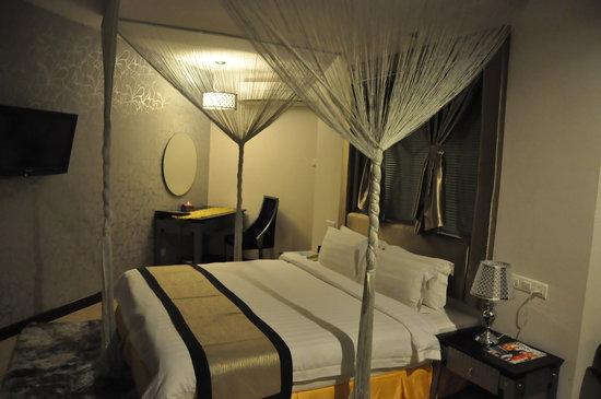 Shervinton Executive Boutique Hotel : Junior Suite Bed