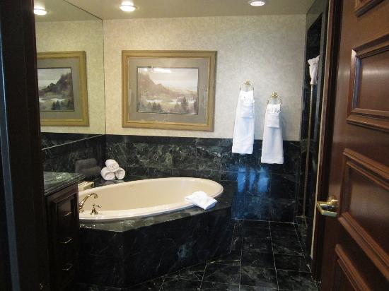 Suncoast Hotel And Casino: The Roman Bathtub In The Marble Bathroom