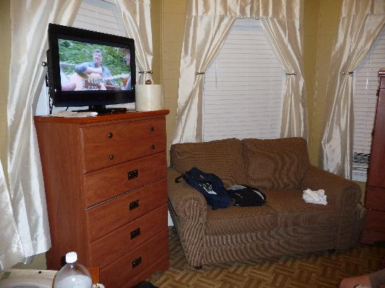 The Palms Hotel- Key West: Rm. 2, you can't sit and watch tv
