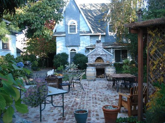 Haydon Street Inn B & B: Outdoor patio