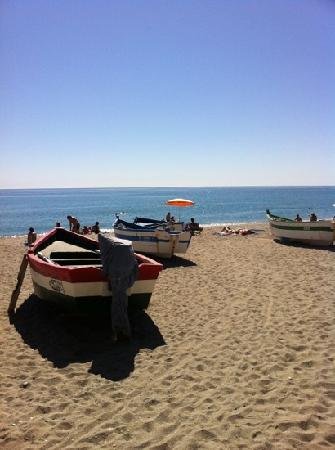 Toboso apar-turis Hotel: The beach just two minutes walk from the hotel.