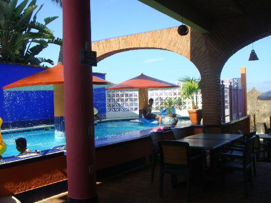 Decameron Los Cocos: Pool area