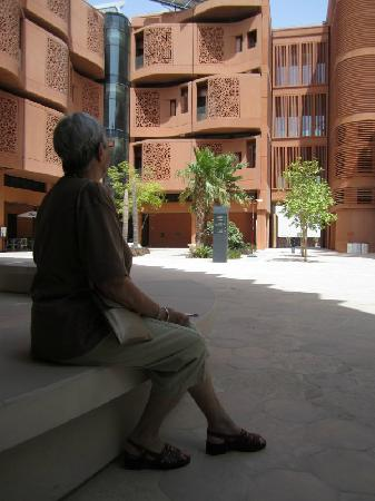 Masdar City: Shaded sqaures surrounded by student accommoation