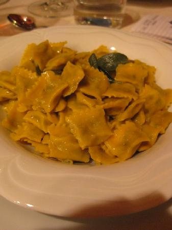Barbaresco, Italia: fresh agnolotti