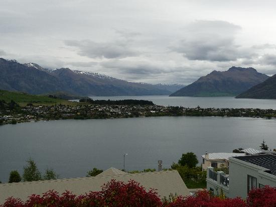 5 Star Lane : View of Lake Wakatipu from balcony