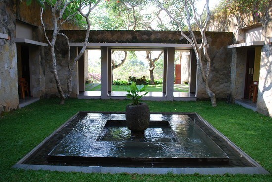 Maya Ubud Resort & Spa: Courtyard