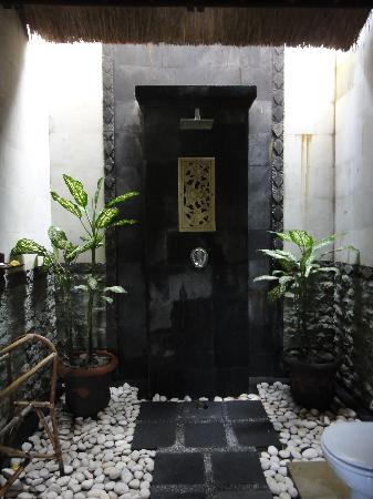 Surya Shanti Villa: Douche