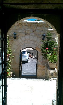 Perimasalı Cave Hotel: Otelden otoparka