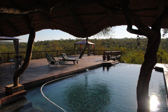 Muweti Bush Lodge: The deck area