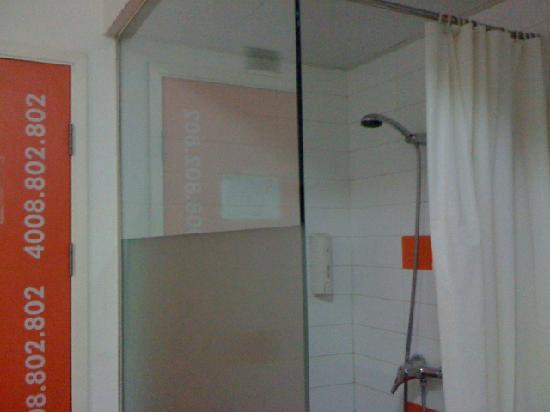 Pod Inn (Shanghai North Bund): shower