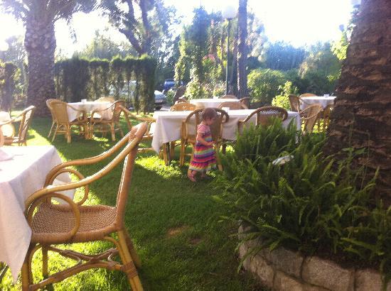 Hotel Punta Sur: Al fresco dining