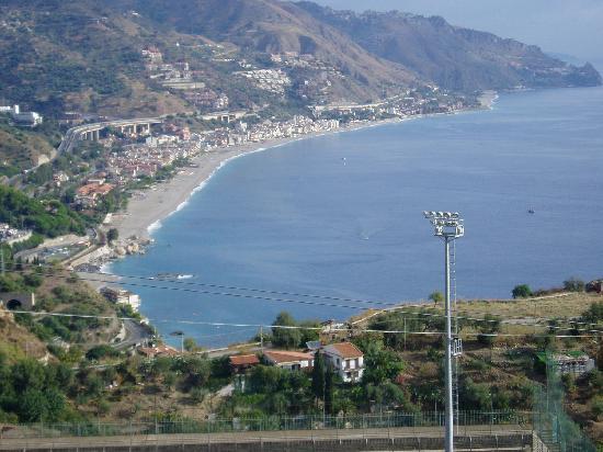 Taormina Beach House: View down from Taormina