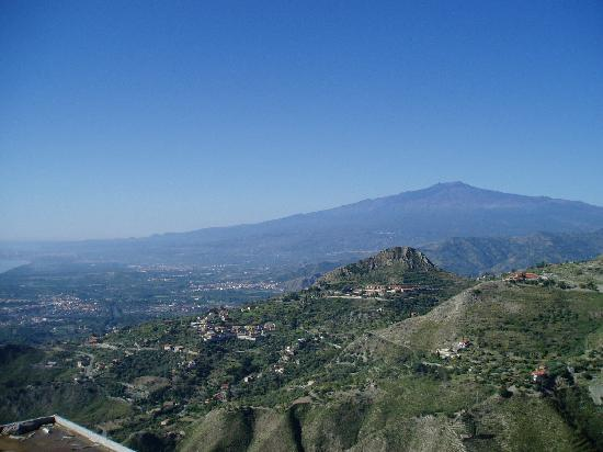 Taormina Beach House: View of Etna from Castelmola