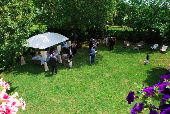 Agriturismo il Murello: gazzebo in giardino