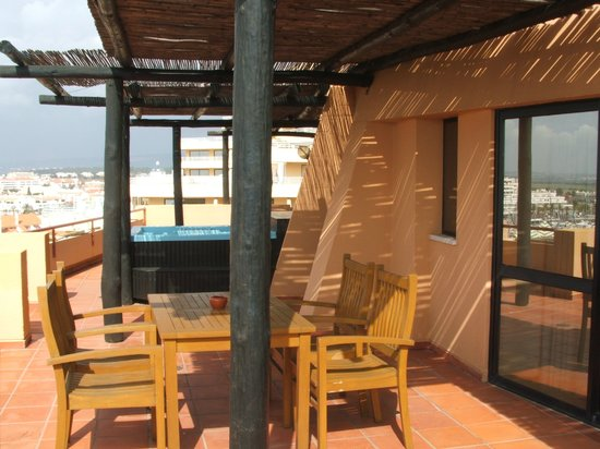 Dom Pedro Marina: Private sun deck