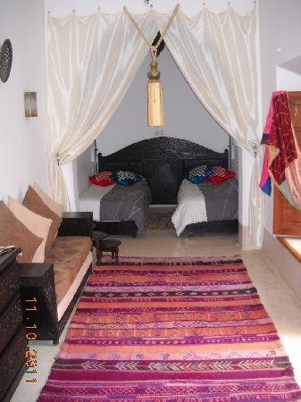 Riad Slawi : Bedroom with beds separated (cleaned after our checkout):  Pushed together, I could not tell it