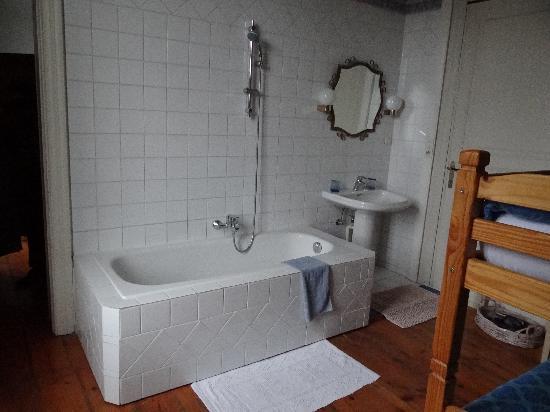Home Fleuri: Salle de bain avec lits superposés...