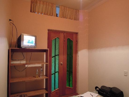 Hotel Rojas Inn: TV