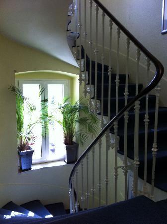 Hotel Admiral Geneva: Interfloor stairs