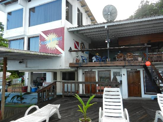 Octopus Garden Hotel & Dive Resort: View from the lower deck