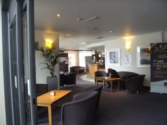 Premier Inn Edinburgh Central (Lauriston Place) Hotel: Reception
