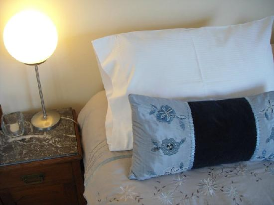 Casa Sarandi Guesthouse: The sheets are 600-thread count and most bedding is imported.