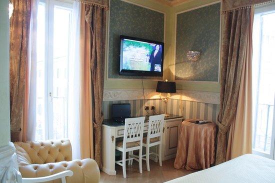 """Residenza Montecitorio: TV schermo 42"""""""