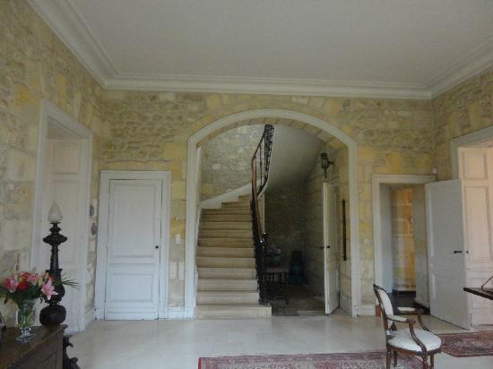 Chateau Lavergne-Dulong - Chambres d'hotes: entrance