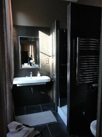 Chateau Lavergne-Dulong - Chambres d'hotes: bathroom