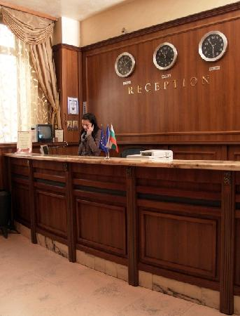 Maxim Boutique Hotel: Reception