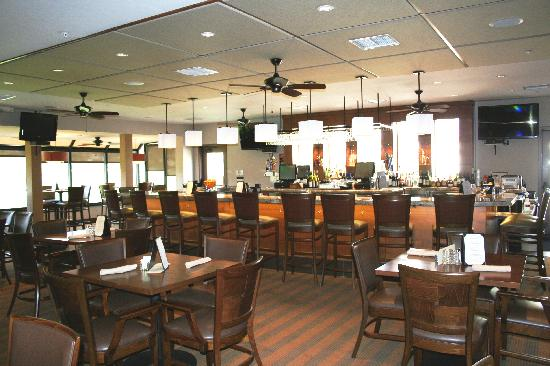 San Vicente Golf Resort: New Par Lounge with outdoor deck Oaks Grille