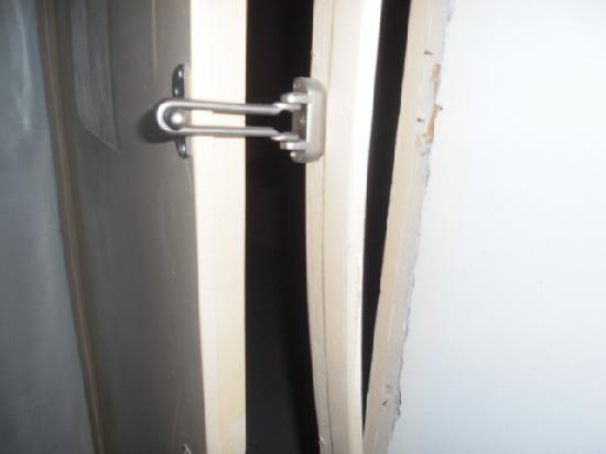 Kleopatra Hermes Beach Hotel: Very safe roomdoor....