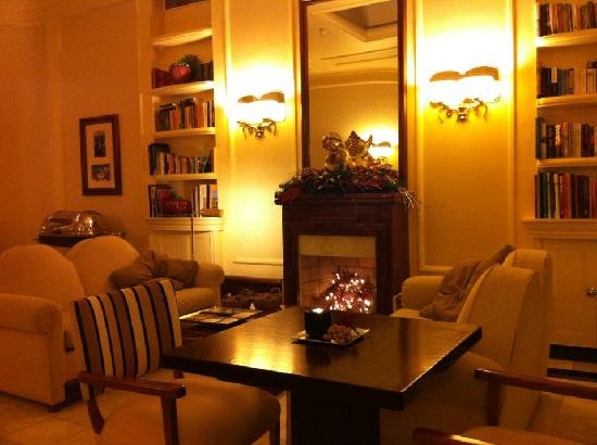 Britania Hotel: Tea time at the library