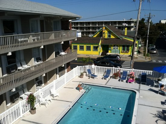 Oceanus Motel: columbus day at the beach 2011