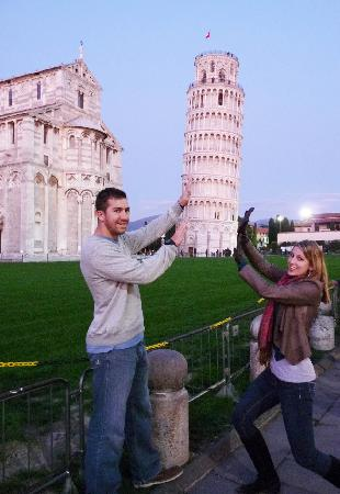 Walkabout Florence Tours: Cheesy photos at the Leaning Tower of Pisa