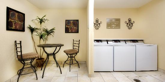 Candlewood Suites: Complimentary Laundry Room