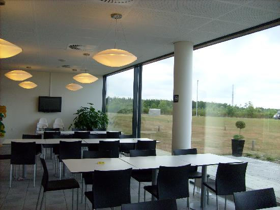 Alvorlig breakfast area - Picture of Zleep Hotel Billund, Billund - TripAdvisor GL-38