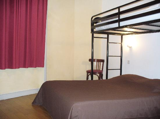 Terminus Hotel : Chambre triple