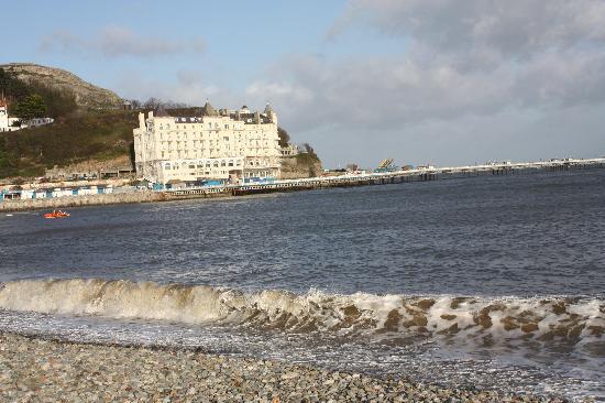 Bay Marine Hotel: the pier in winter