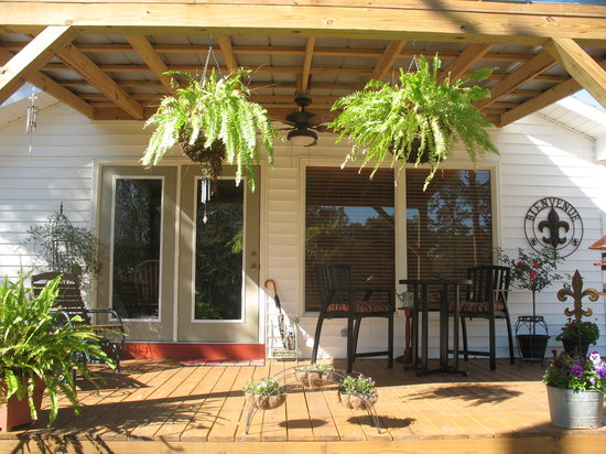 Bayou Rose Bed & Breakfast Cottage: Welcome to Bayou Rose. Deck/porch overlooking river.