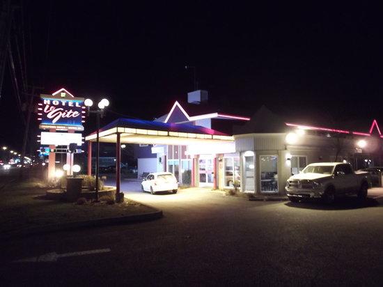 Hotel Motel Le Gite Inc.: Vue de l'hôtel de soir.