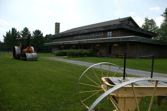 Edmundston, Canadá: Musée des voitures d'autrefois / Antique Automobile Museum