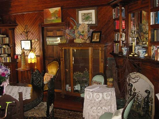 Washington Irving Inn: common area