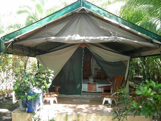 Bahari Beach Bungalows: Zelt von außen