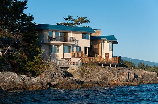 Four Winds Beach House & Spa: Guest rooms from Salish Sea